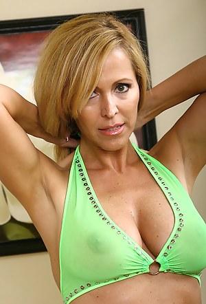 Best Bikini MILF Porn Pics