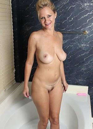Best MILF Bathroom Porn Pics