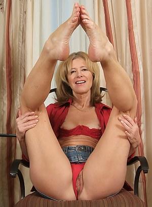 Best MILF Foot Fetish Porn Pics