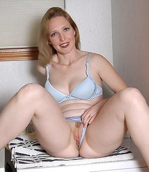 Best MILF Bra Porn Pics