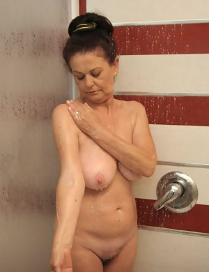 Best Wet MILF Porn Pics