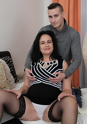 Best MILF and Boy Porn Pics