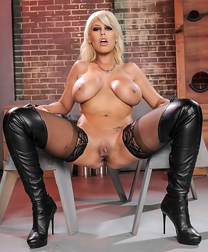Best MILF Leather Porn Pics