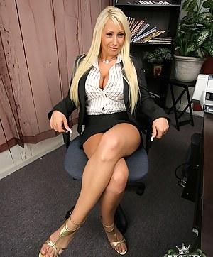 Best MILF Legs Porn Pics