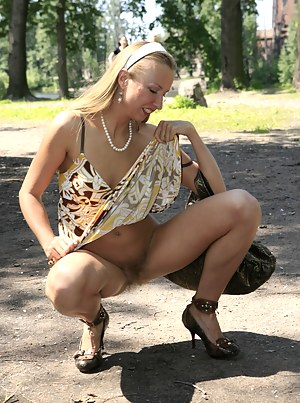 Best MILF Public Porn Pics