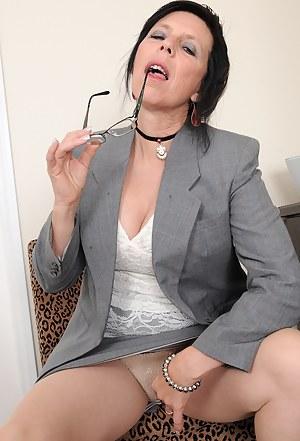 Best MILF Upskirt Porn Pics