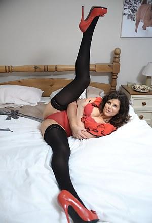 Best Flexible MILF Porn Pics