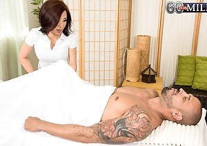 Best Asian MILF Porn Pics