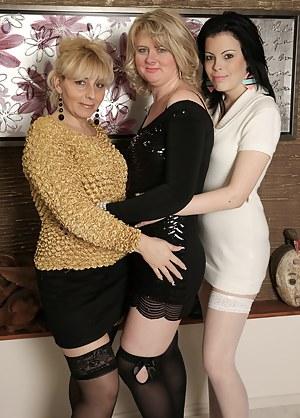 Best Lesbian MILF Orgy Porn Pics