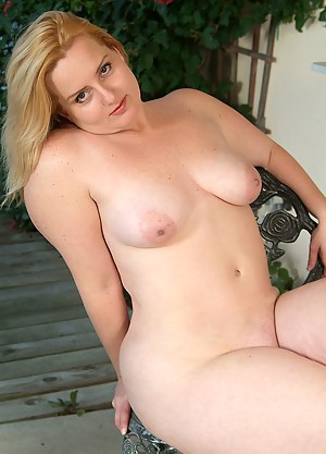 Best MILF Shaved Pussy Porn Pics