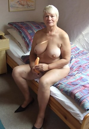Best MILF Dildo Porn Pics