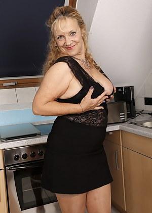 Best MILF Skirt Porn Pics