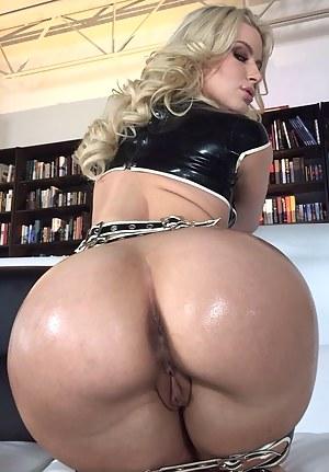 Best Bubble Butt MILF Porn Pics