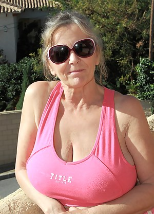 Best MILF T-Shirt Porn Pics