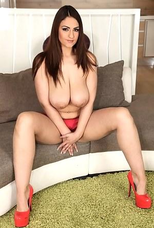 Best Busty MILF Porn Pics