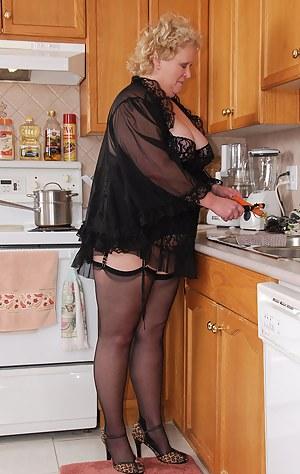 Best MILF Housewife Porn Pics