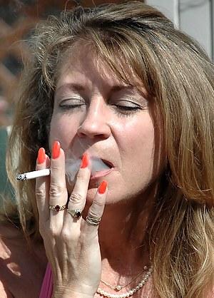 Best MILF Smoking Porn Pics