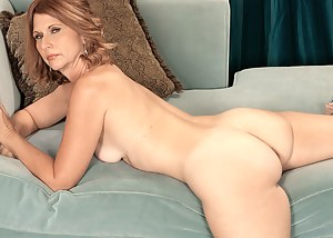 Best MILF Solo Porn Pics