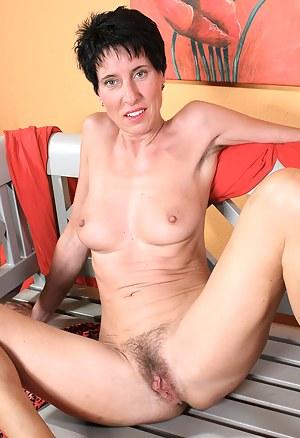 Best Hairy MILF Porn Pics