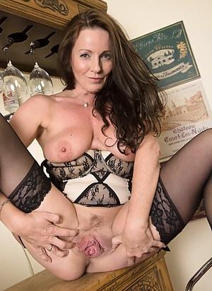 Best MILF Spread Pussy Porn Pics