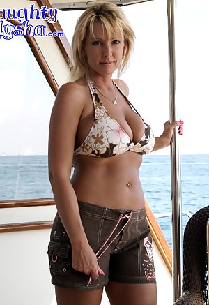Best MILF Shorts Porn Pics