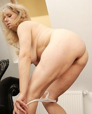 Best MILF Undressing Porn Pics
