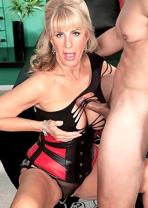 Best MILF Tit Fuck Porn Pics