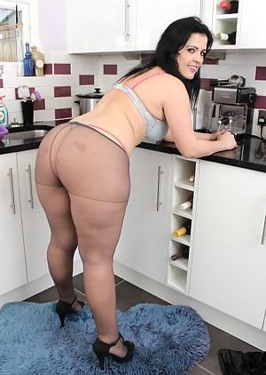 Best Chubby MILF Porn Pics