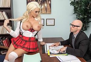 Best Blonde MILF Porn Pics