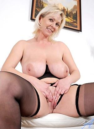 Best Saggy Tits MILF Porn Pics